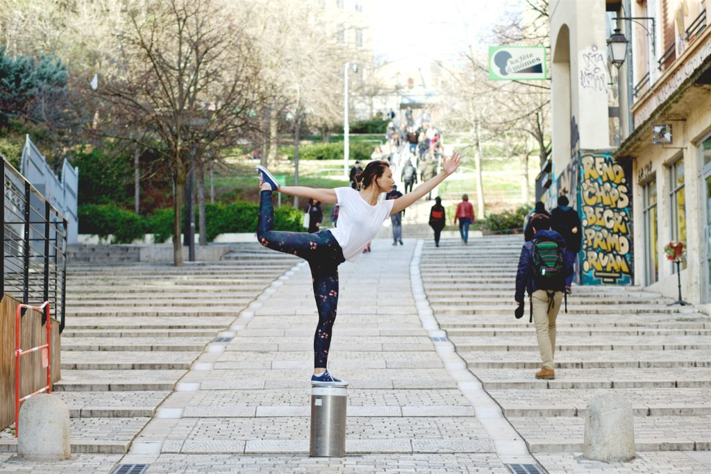 Parler sanskrit et apprendre les postures de yoga
